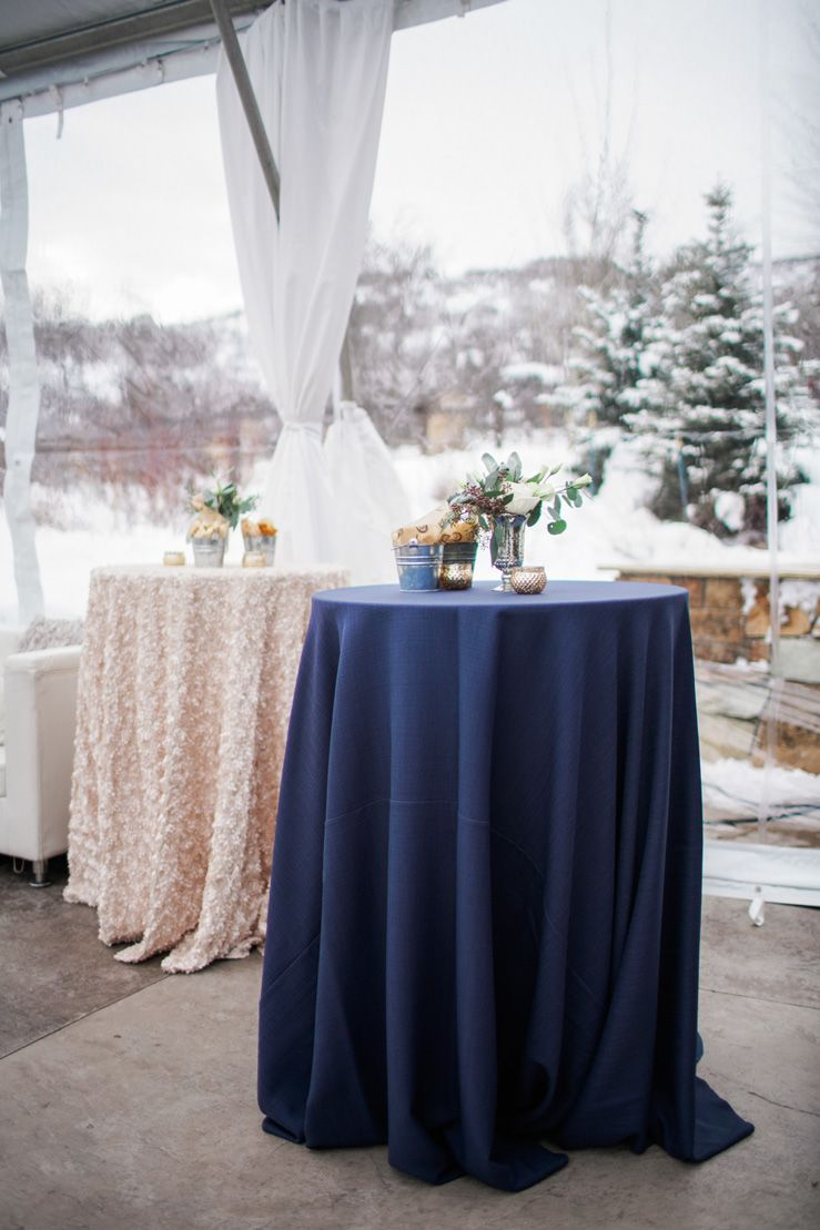 Dark blue and gold Wedding decorations | fabmood.com