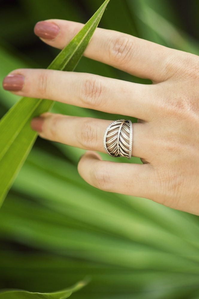 7009c926c PANDORA's tropical palm leaf ring is perfect for an exotic getaway. Style  it with a beautiful nail color like Jamie Beck of the blog  annstreetstudio.com did ...