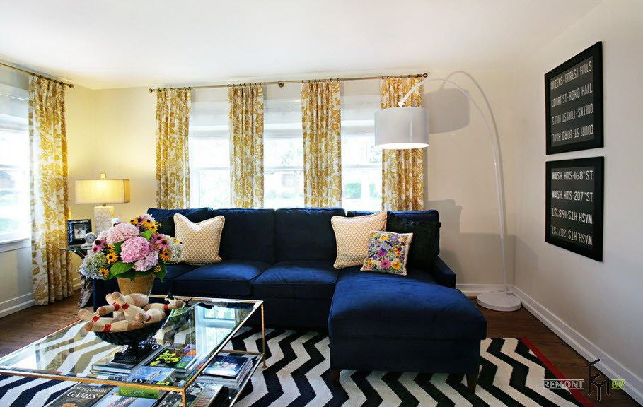 A Fascinating Flowery Yellow Curtain For Exciting Living Room With Navy Blue Sofa And Unique White Blue Sofa Living Blue Sofas Living Room Eclectic Living Room