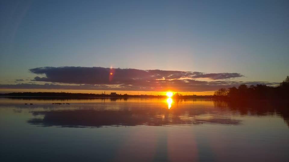 Auringonnousu Lemissaarelta tänä aamuna https://www.facebook.com/malle.taar/posts/10204516305407796