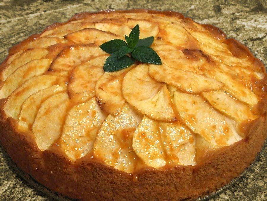 Kartoffel-æblekage - http://nemaftensmad.com/kartoffel-aeblekage/ Denne kage er ikke bare en almindelig æblekage da man delvis bruger kartofler til dejen som erstatning for mel!
