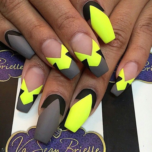 Coffin nails @ KorTeN StEiN☻ Love the design, maybe diff colors - 0038f83507774be65798b32906e27c70.jpg 640×640 Pixels Nails