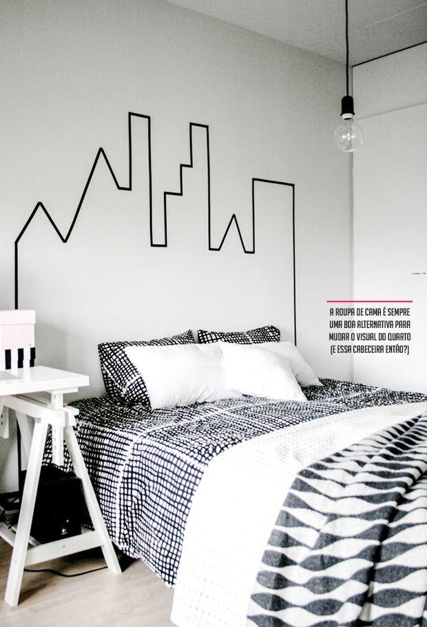 f54fcd647b5 Cabeceira da cama - decoração com fita adesiva preta (washi tape).  Decoração no canto da parede feita com stencil (máscara molde de letras ou  da frase toda) ...