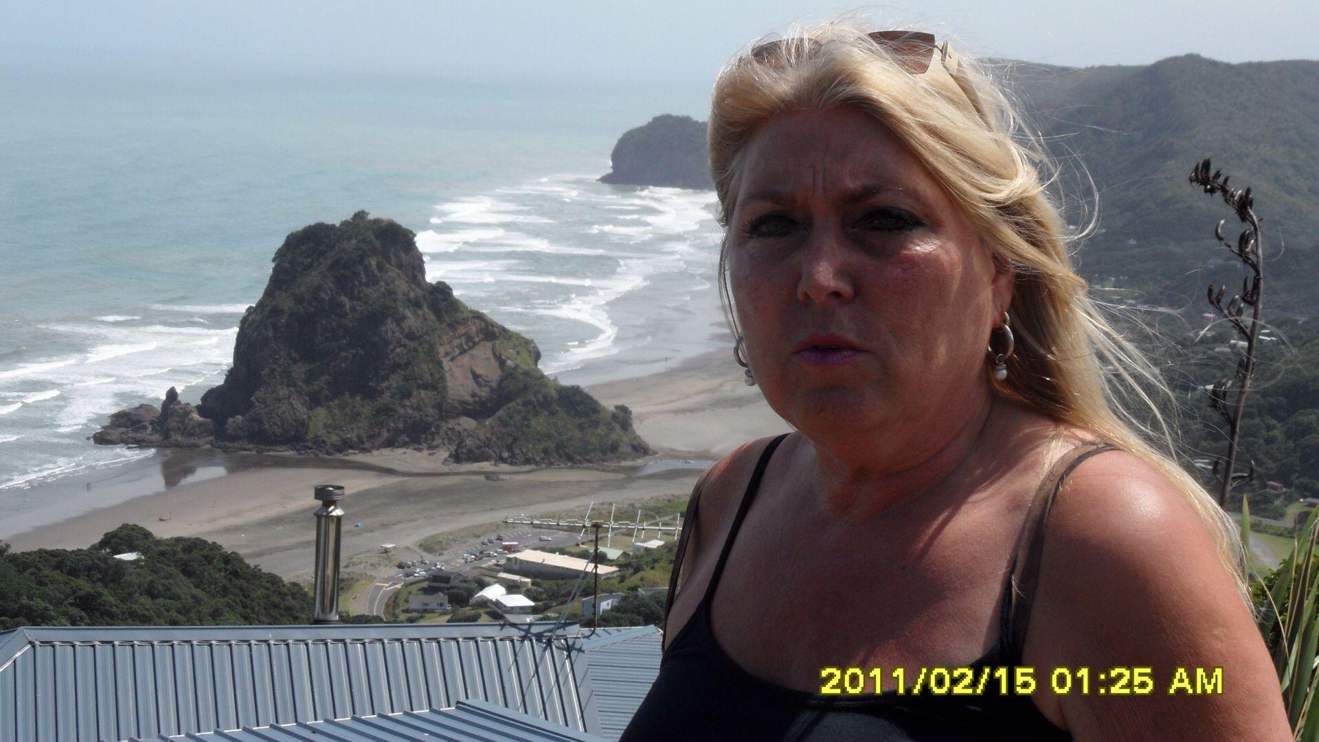 PIHA BEACH NZ