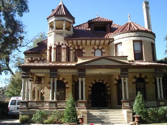 Lovely home in the King William District south of downtown.  Area was originally settled by German merchants in the late 1800s, and consists of 25 blocks of beautiful and historic mansions.