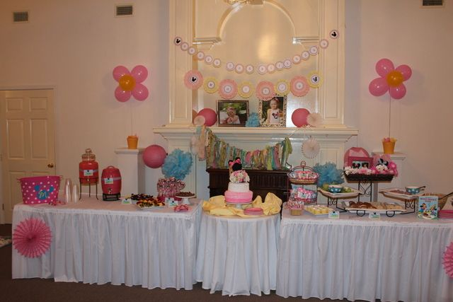Table at a Minnie Mouse Picnic Party #minniemouse #partytable