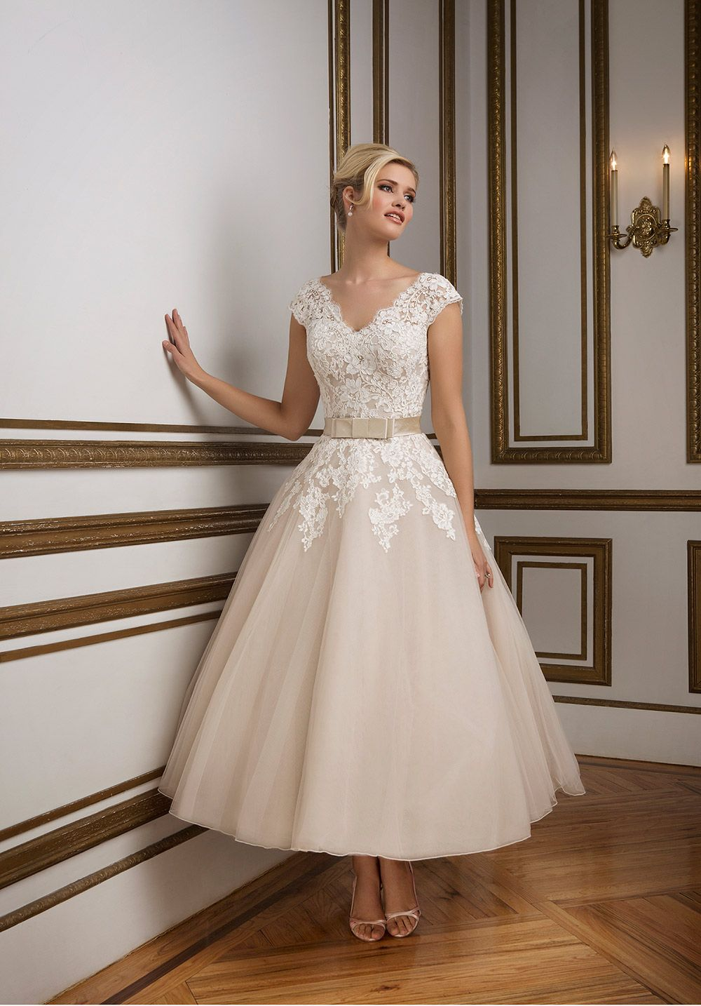 1950s wedding dresses our favourite styles inspired by for Wedding dress pick up style