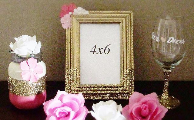 New items coming soon! Great Christmas gift idea for her. 1 Mason Jar vase, 1 4x6 in picture frame, and 1 personalized wine glass. Visit Shesdecor.com or click the link in the bio.  #shesdecor #crafts #decor #homedecor #personalizedglass #pictureframe #vase #pinkandgold #giftsforher #giftforher #smallbusiness