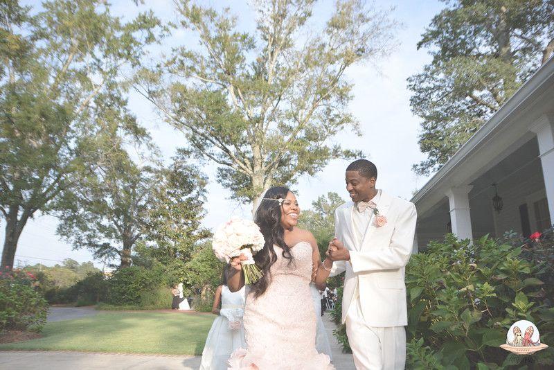 They never stopped smiling  #thompsonhouseandgardens #flowersbyon #athensweddingvenue #bogartga #weddings