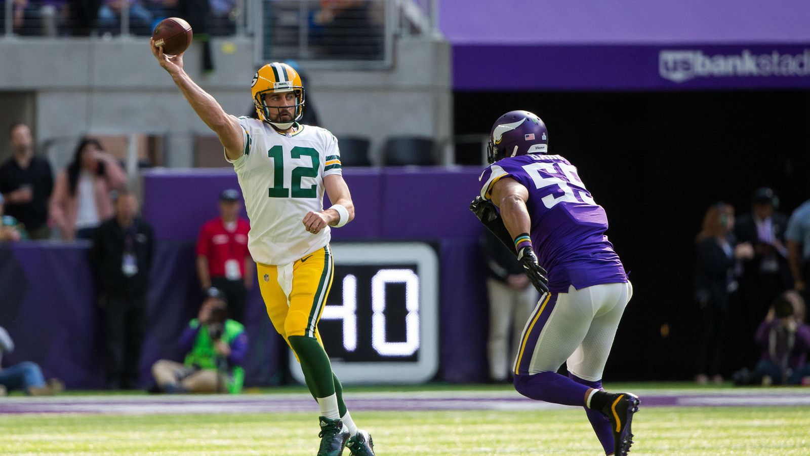 After Aaron Rodgers Suffered A Broken Collarbone On A Hit From Minnesota Vikings Linebacker Anthony Barr Two Weeks Ago The Barr Quarterback Minnesota Vikings