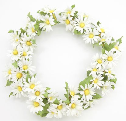 mini marguerite wreath