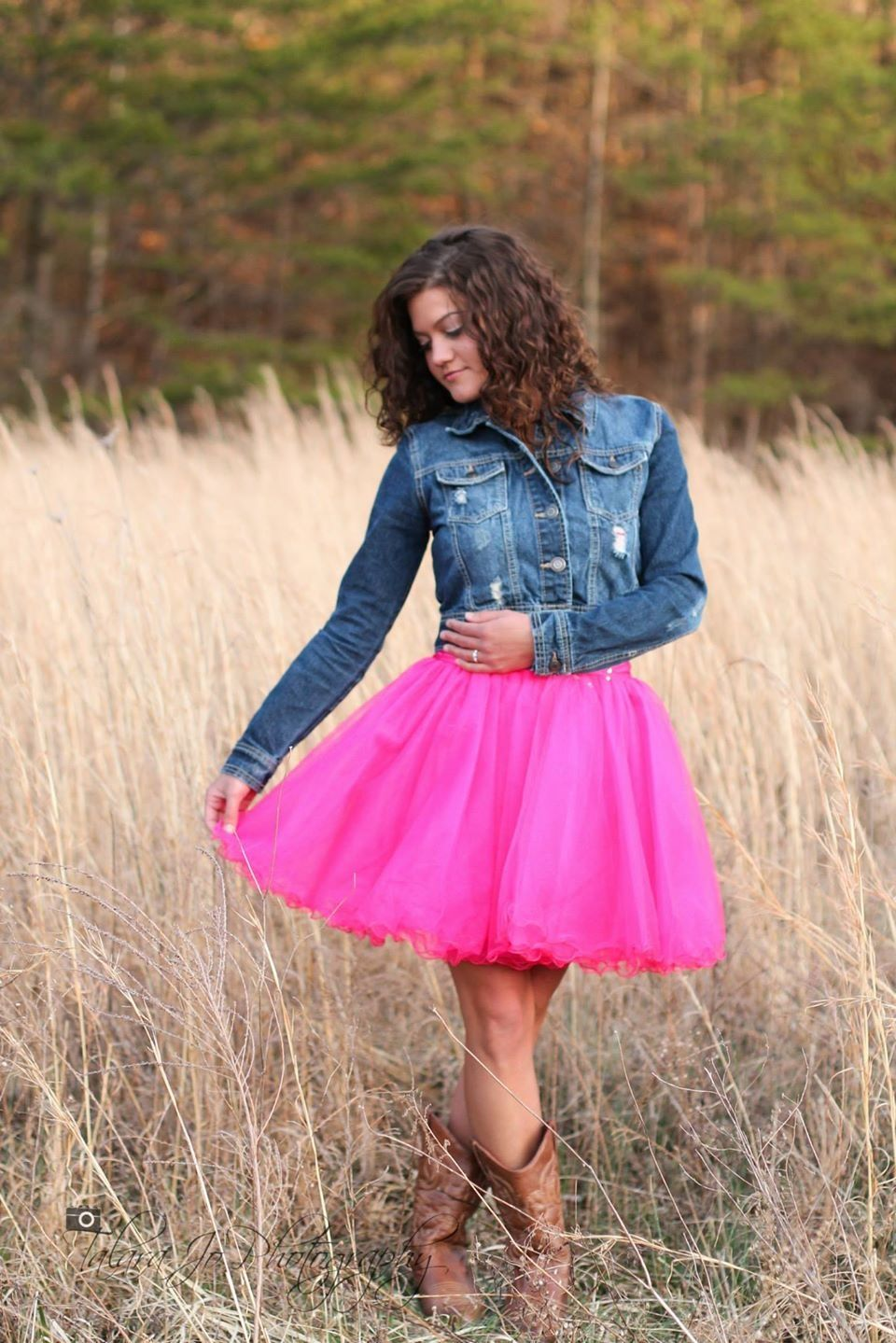 Take your short poofy prom dress to your senior photoshoot with a ...