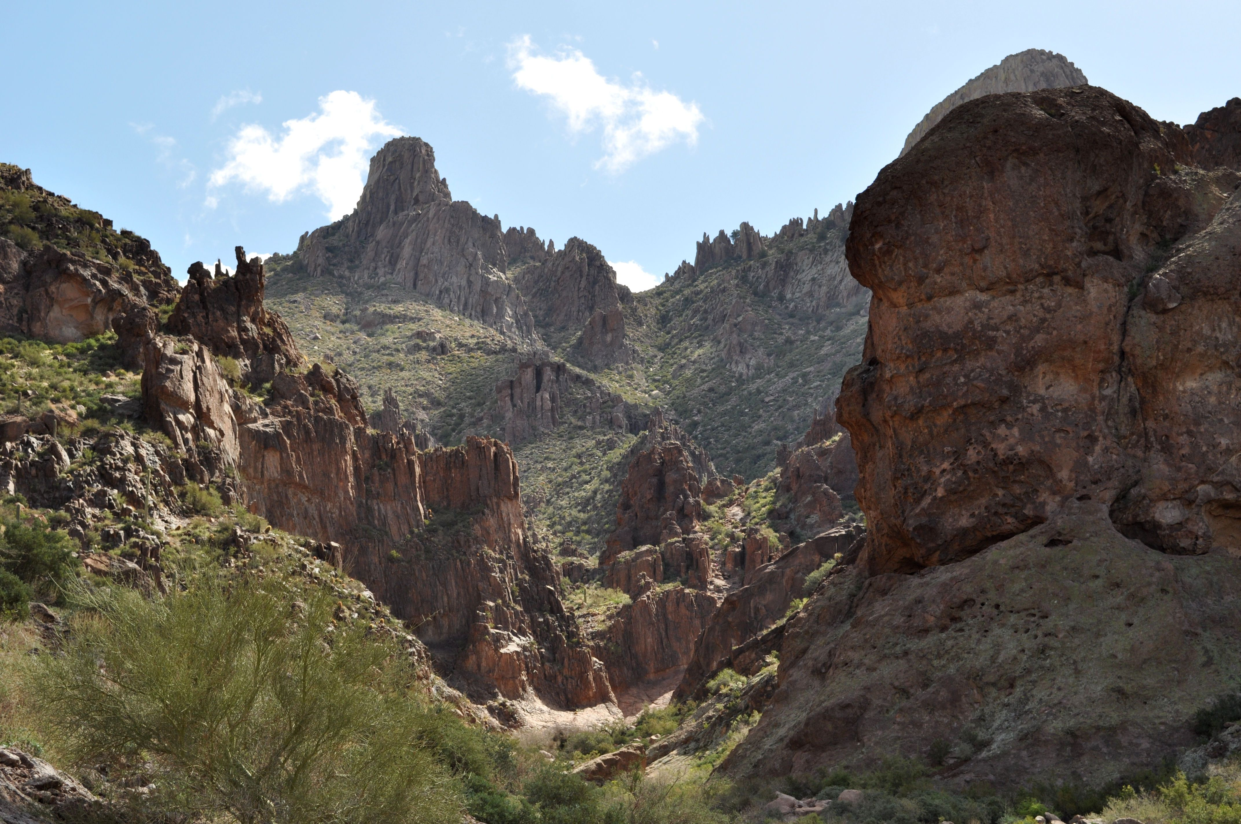 Hiking in the Superstition Mountains...... Cheyenne Kane
