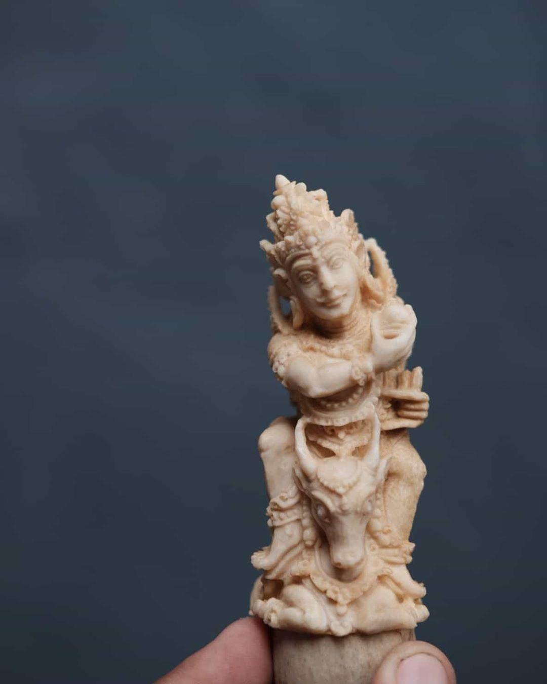 Tampaksiring Dewa Siwa 仏像