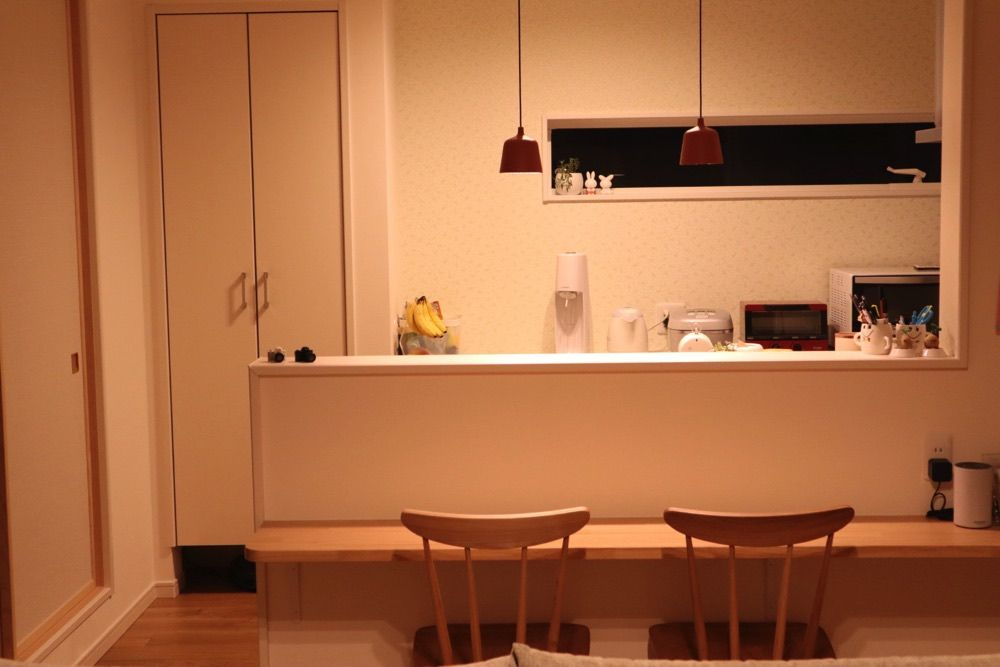 テーブル調理に便利なコンセントのあるニッチ 愛知県新城市 注文住宅 鈴木工務店 マルタハウス キッチンカウンター 高さ ハウス リビング キッチン