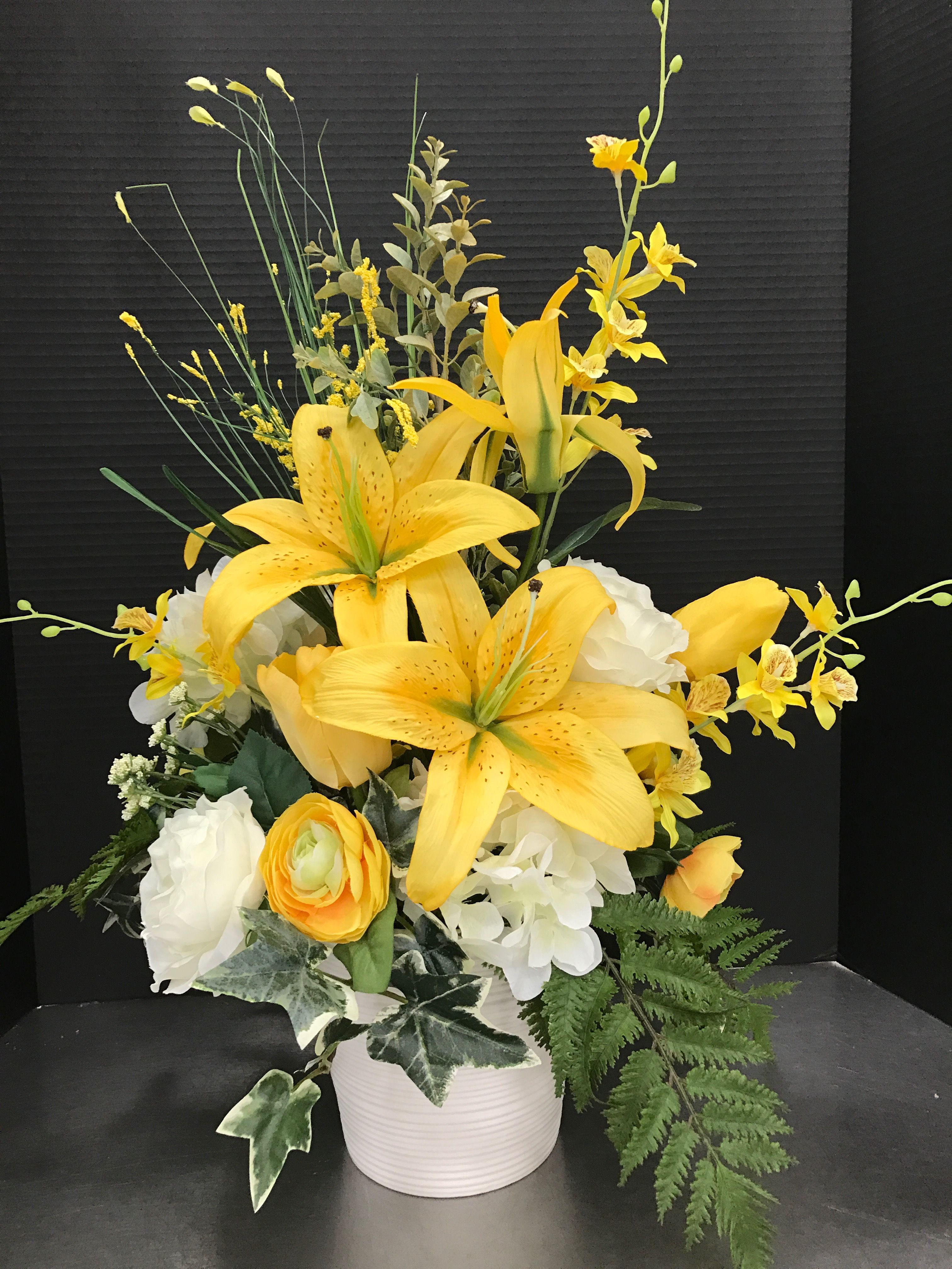 Large Yellow And White Potted Remembrance 2017 By Andrea