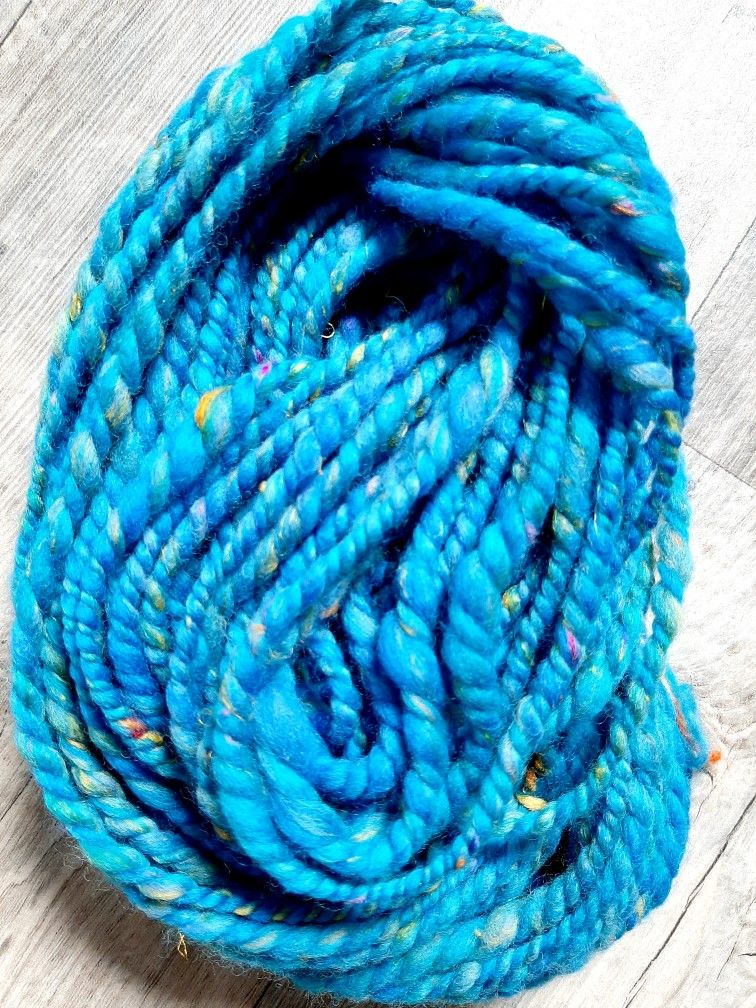 This beautiful hand spun art yarn definitely gives me ocean vibes! #handspunyarn #handspunwool #artyarn #handspunartyarn #oceanvibes