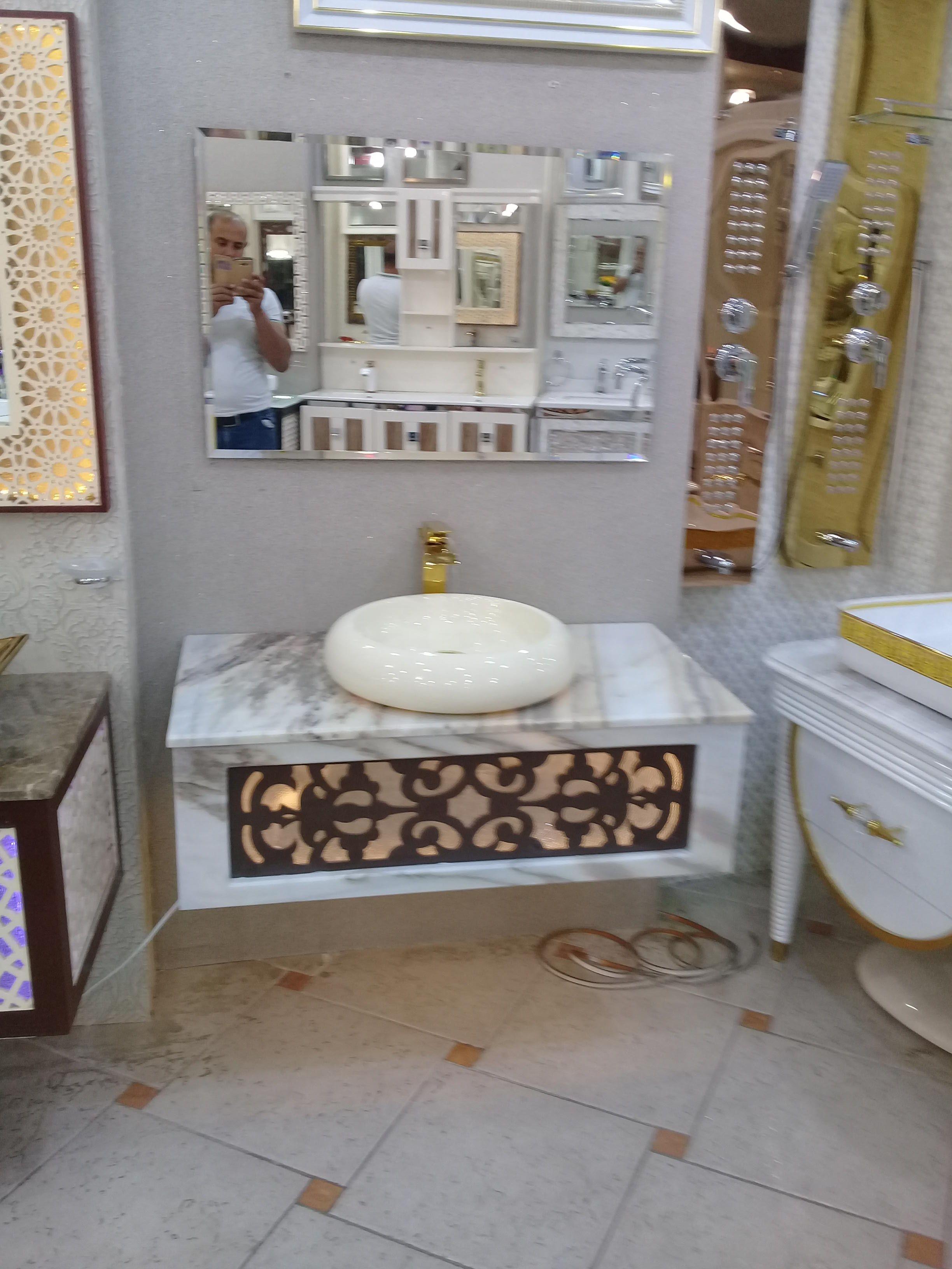 مغاسل تفصيل حسب الطلب Framed Bathroom Mirror Bathroom Mirror Home Decor