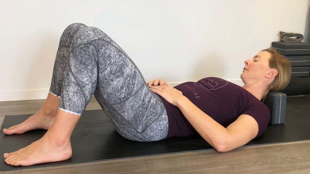 how to use yoga blocks beginners