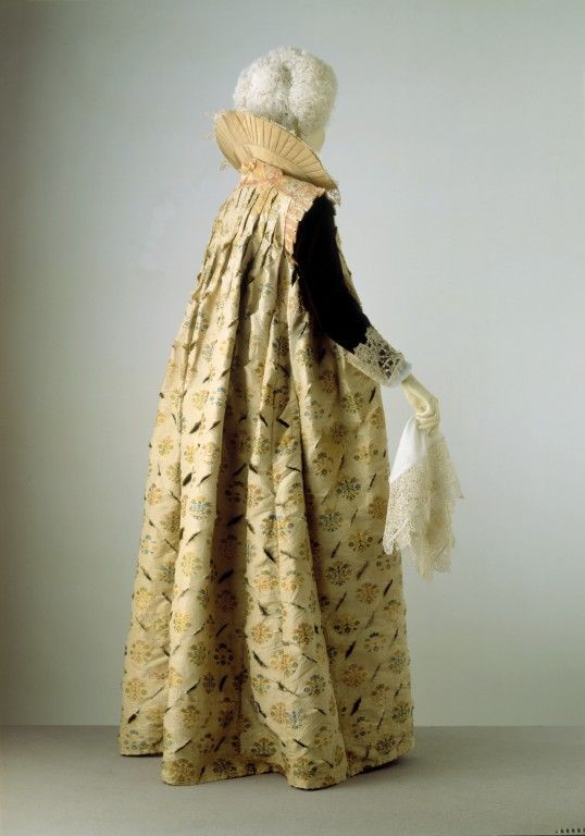Gown 1610-1615 The Victoria u0026 Albert Museum & Gown 1610-1615 The Victoria u0026 Albert Museum   17th Century Fashions ...
