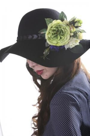 帽子に髪飾り