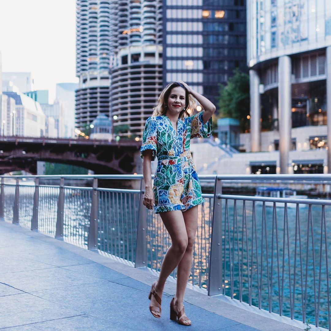 "🧿 EᖇIKᗩ ᐯᗩᑎEᔕᔕᗩ 🧿 on Instagram: ""Walking that walk on one of my favorite spots in downtown. 📷 @fabiolacaravaphotography #corncobbuilding #corncobbuildingschicago #chitown…"""