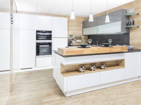 Schlichte Holz-Küche mit Kochinsel in modernem Design Kitchens - nobilia küchen arbeitsplatten