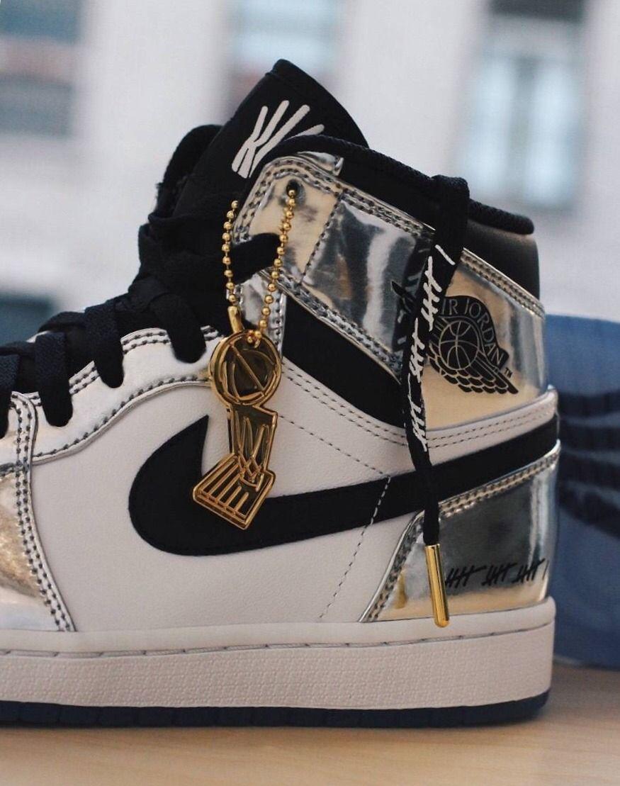 5bc04dbd0a46 Air Jordan 1 Retro  Pass the Torch    Kicks   Pinterest   Nike shoes ...