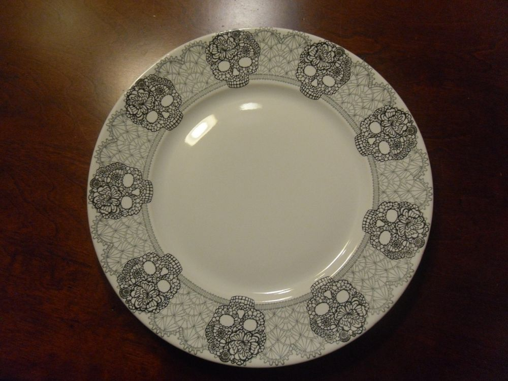 222 FIFTH \ SKULL LACE\  SET/4 ROUND LARGE 11\  DINNER PLATES HALLOWEEN & 222 FIFTH \