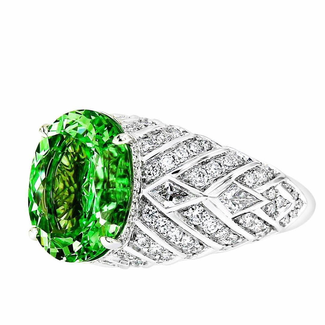 red shaped centering vivid and canary rings garnet a green within spinel tsavorite p ring dress betteridge diamond pear collection yellow