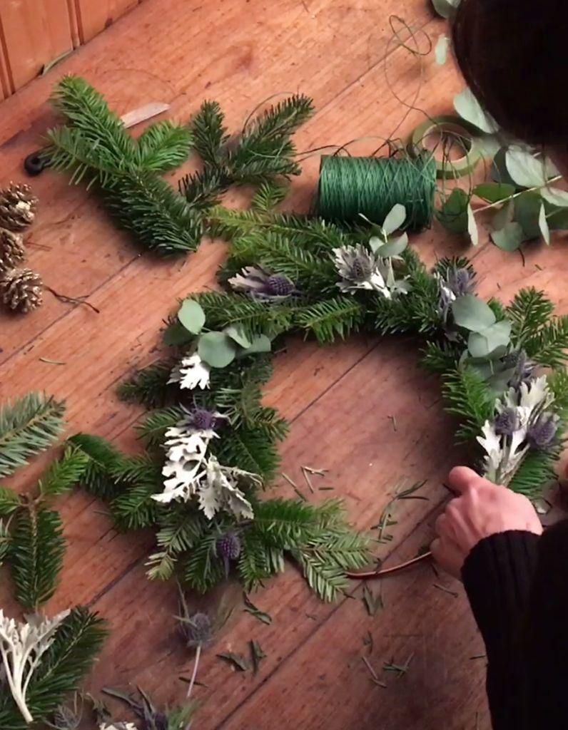 DIY réalisez une couronne de Noël chic et tendance