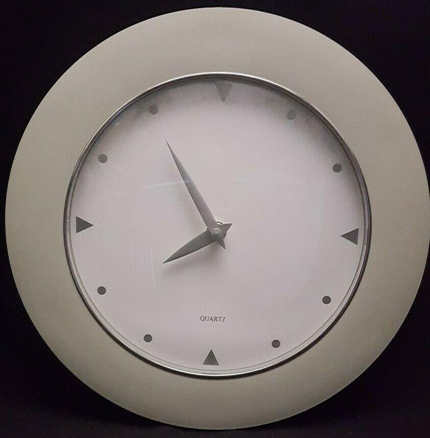 Moderne Quartz Wall Clock 12 Inch Sage White In 2020 Wall Clock Clock White Clocks