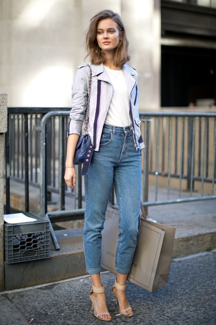 Mom jeans with high heeled sandals