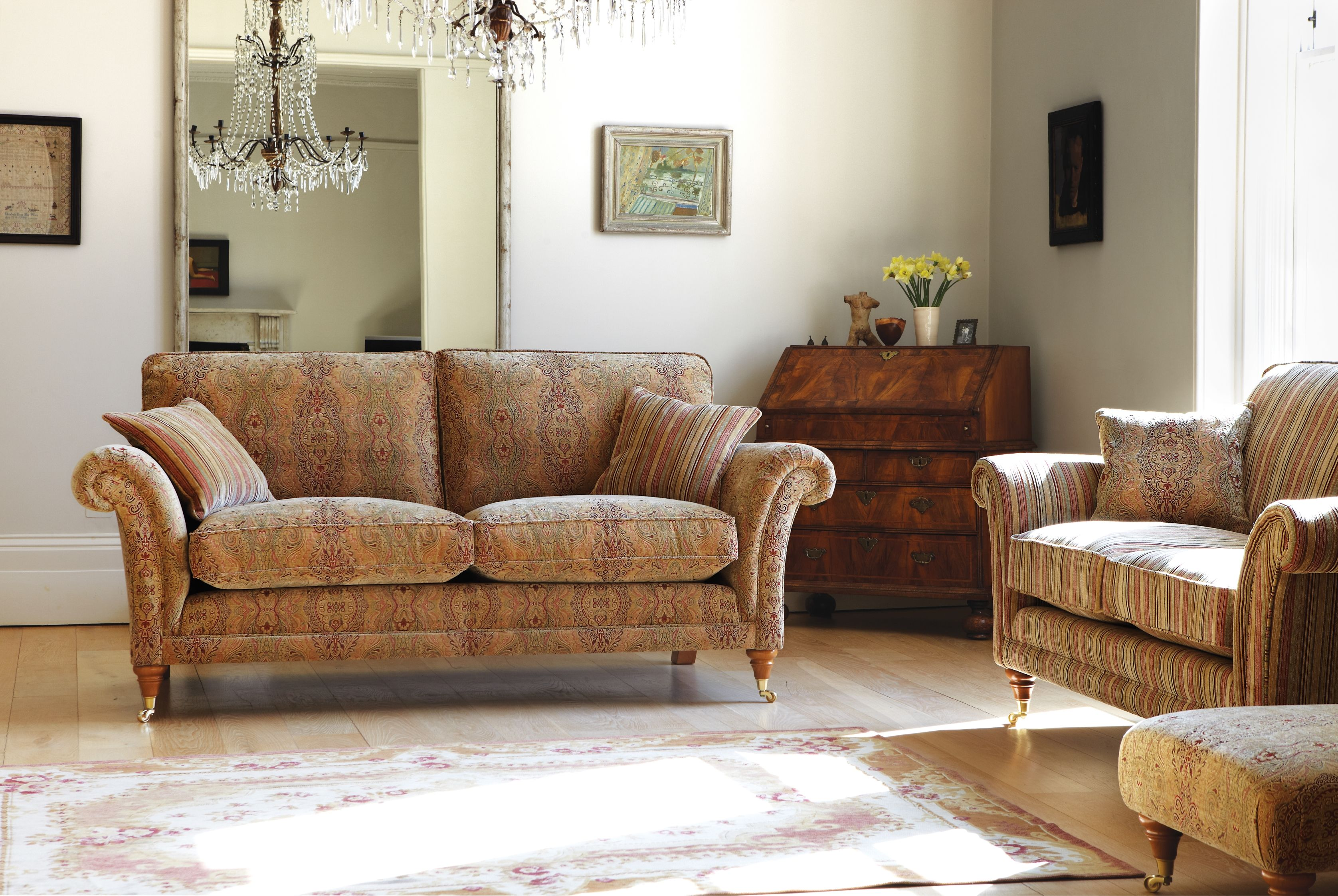 Burghley This Neat And Compact Design Is Beautifully Proportioned With An Elegant Scroll Arm Available In An Extensive Selecti With Images Parker Knoll Sofa Parker Knoll