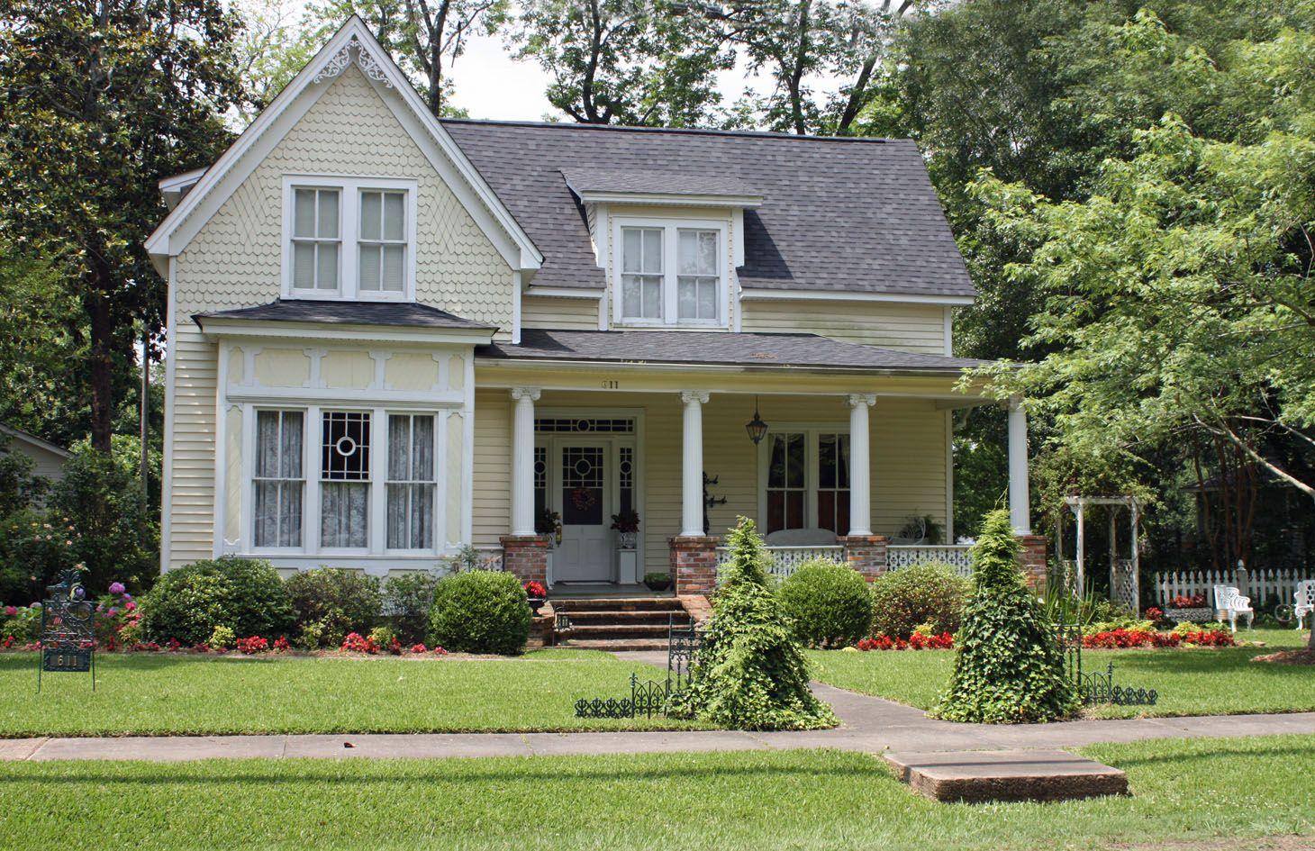 Cream farmhouse - pretty exterior color | Home Ideas | Pinterest ...