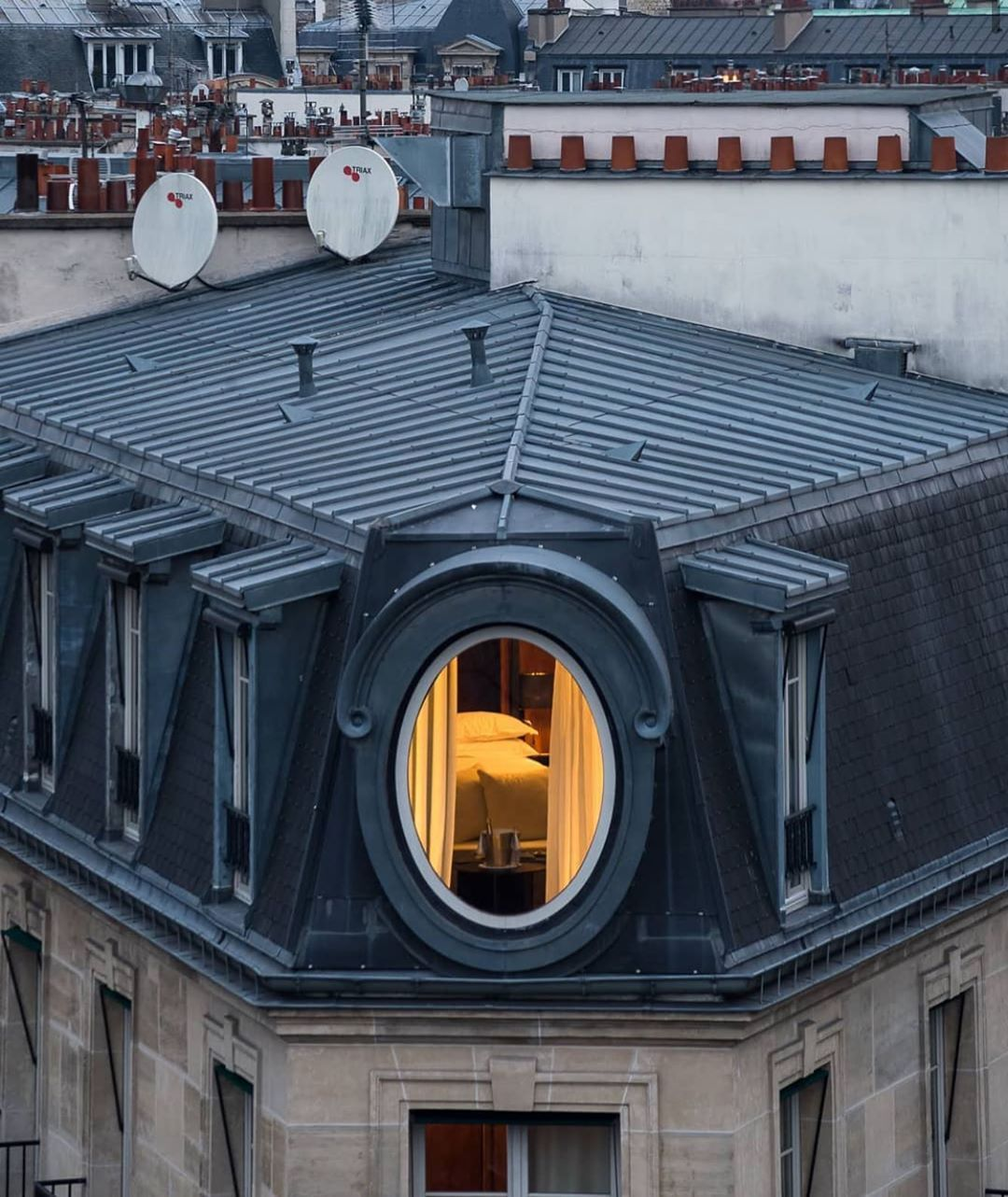 "Somewhere I Would Like To Live on Instagram: ""#Le #Metropolitan #16earrondissement @lemetropolitanparis via @toits_de_paris . . . .  #architecture #interiordesign #interiors #アーキテクチャ…"""