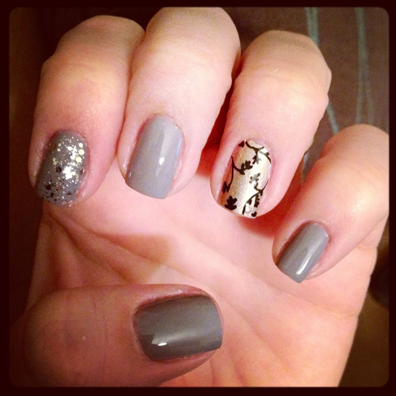 nails Essie Chinchilly with Glitter Accent Nail in Essie Set in ...