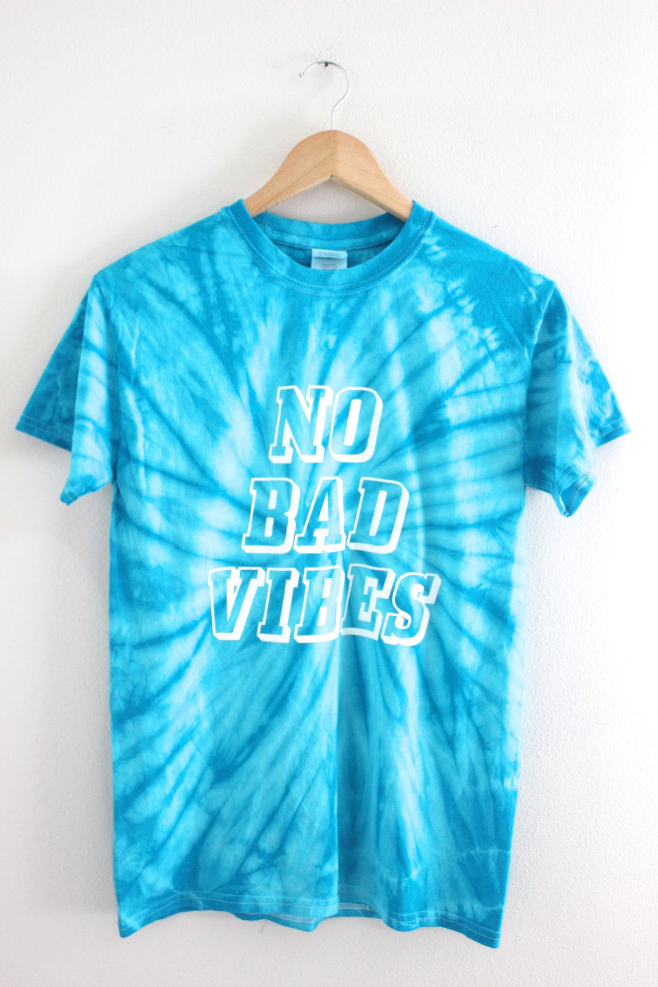 No Bad Vibes Turquoise Tie-Dye Graphic Unisex Tee Trajes Marimachas 4dd1c579443