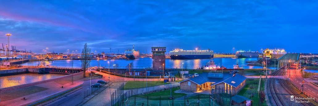 nice Fotografie »Blick auf das Wendebecken bei der Nordschleuse Bremerhaven Panorama«,  #Hafenbilder #Stadtansichten