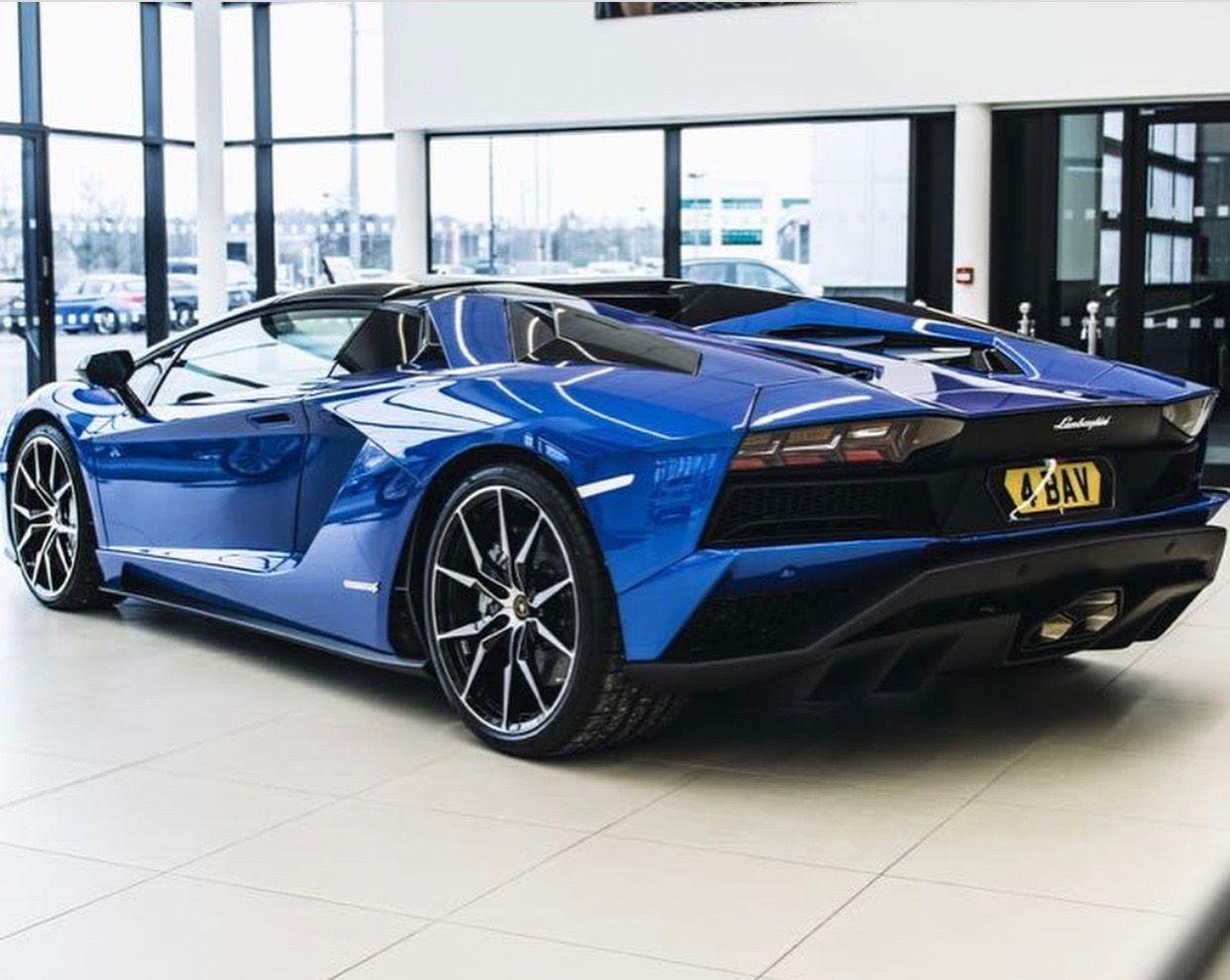 Lamborghini Aventador S Roadster painted in Blu Nethuns