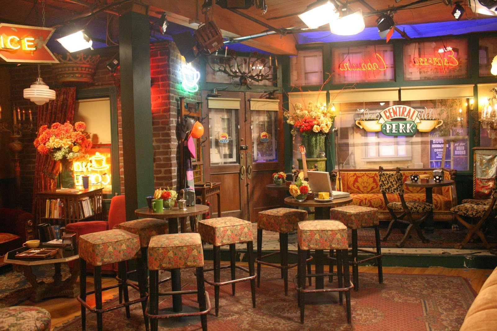 Central Perk Friends Set Friends Cafe Friends Apartment