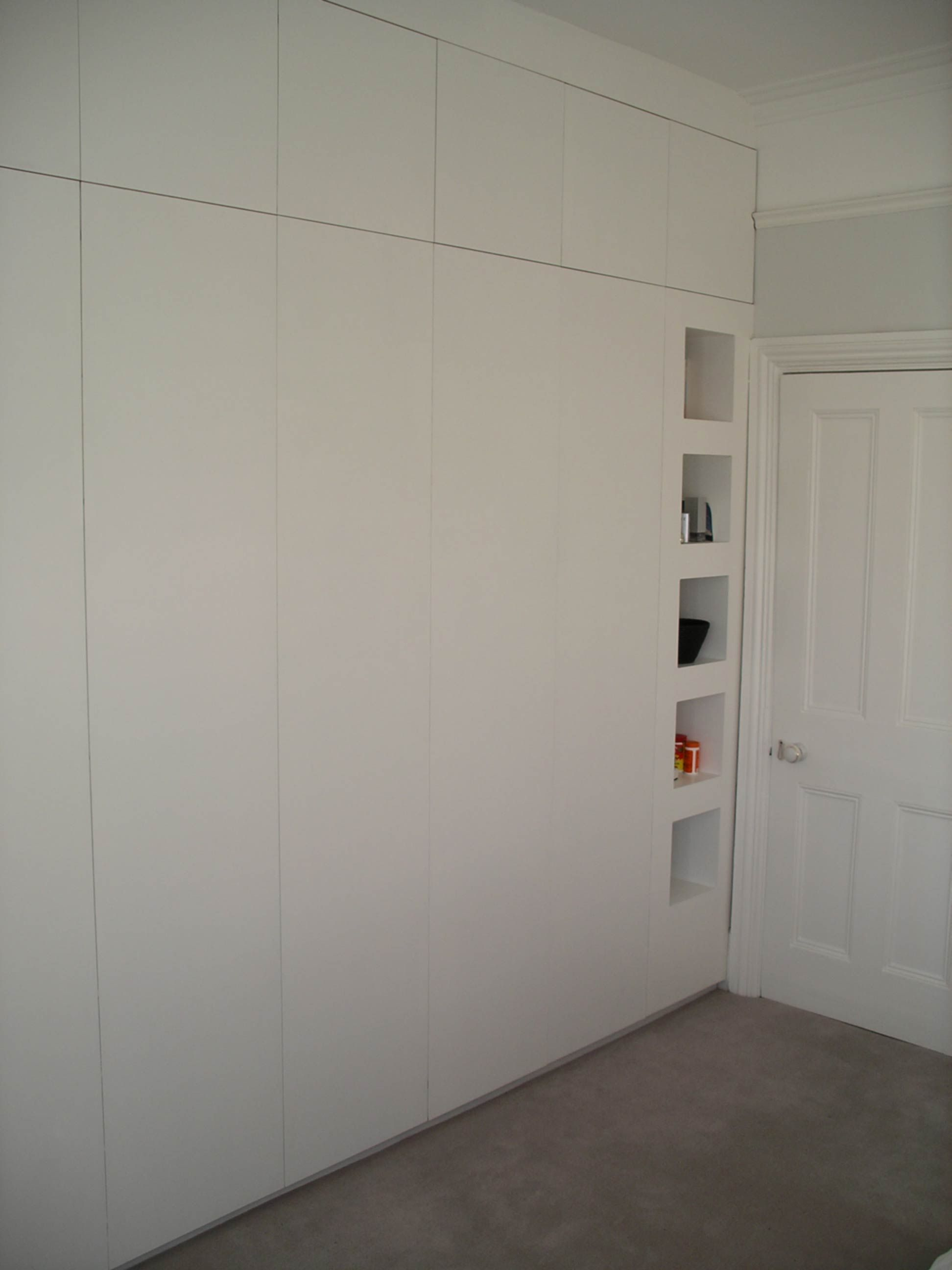 size 40 46748 2fe7b I would definitely prefer hinged doors on the wardrobes to ...