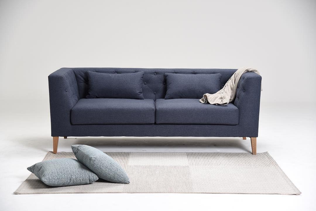 93f8eeb2f62e2 3 estilos diferentes del sofá capitoneado. Decohunter. muebles. mobiliario.  salas. Aquellos botones jalados hacia la parte interna de la estruc…