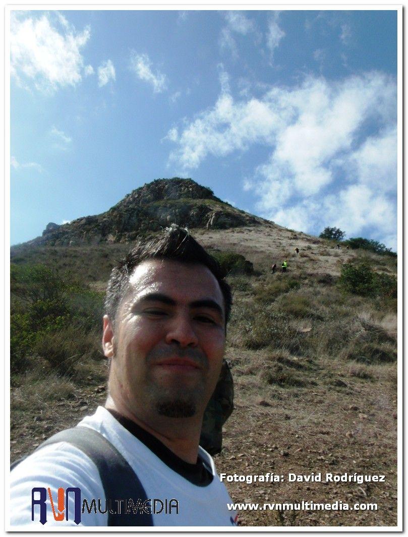 Escalando el Cerro del Coronel, en captura de imágenes de la zona rural de Rosarito, Baja California