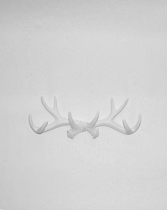 Decorative Antler Wall Mount - White Deer Wall Hook - Faux Antlers ...