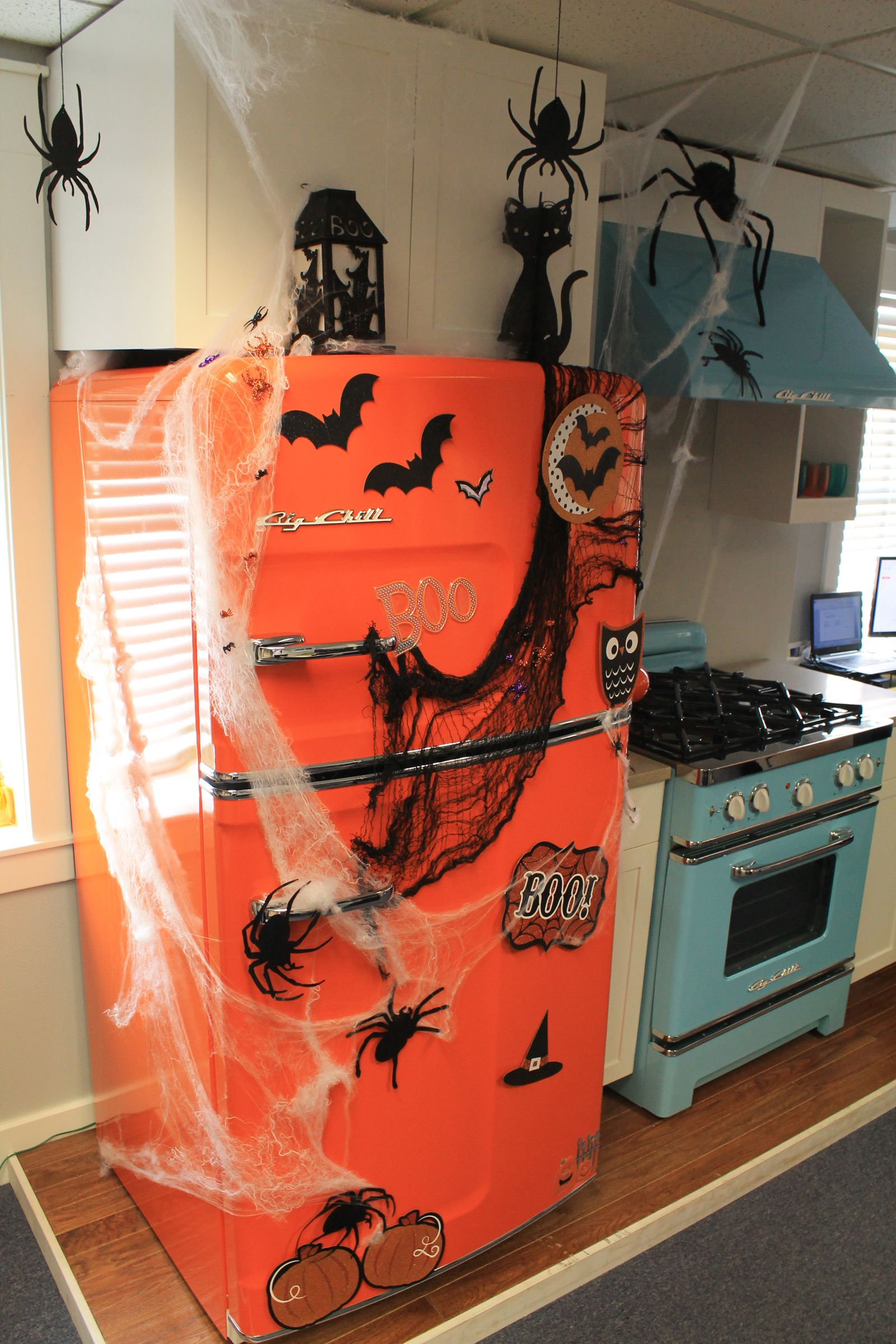 10 Creepy Decorations for Your Halloween Kitchen
