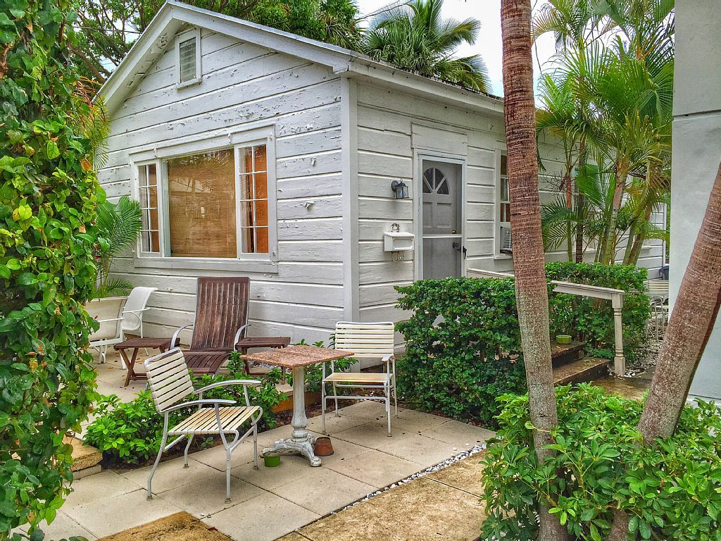 Charming 1/1 Cottage Walk to the Beach,... VRBO (With