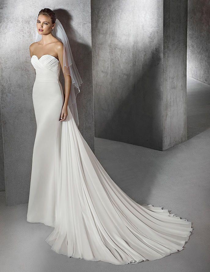 Zaira, schlichtes Brautkleid mit herzförmigem Dekolleté aus Gaze von ...