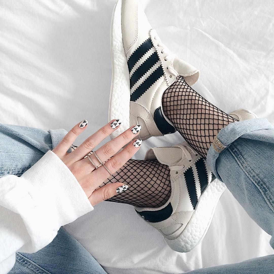 iniki runner baskets basses white pearl grey core black chaussure. Black Bedroom Furniture Sets. Home Design Ideas