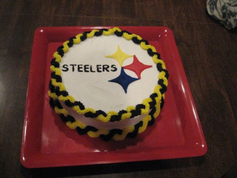 Pittsburgh Steelers Cake The emblem was made with Colorflow